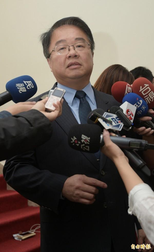 立法院民進黨團幹事長吳秉叡今於立院司法及法制委員會婚姻平權公聽會發言表示,若要討論立專法,他個人傾向「同性婚姻法」。(資料照,記者張嘉明攝)