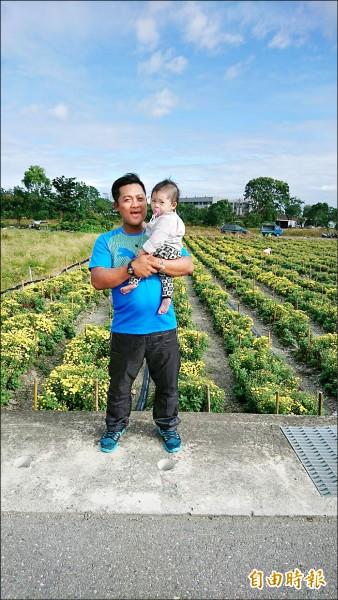 謝耀祖不但樂善好施,也是一位好爸爸。(記者陳賢義攝)