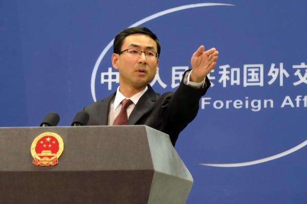 香港海關23日晚間查獲由高雄運往新加坡的貨輪,發現貨輪載有12輛裝甲車,中國外交部昨喊話,堅決反對新加坡與台灣進行官方合作。(中央社)