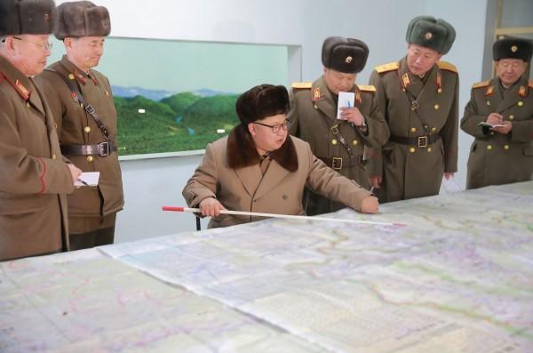 多位南韓政府消息人士今透露,北韓各地的戰鬥機及飛行員正集結到平壤順安機場,可能是要舉行大規模飛行演習。(資料照,法新社)