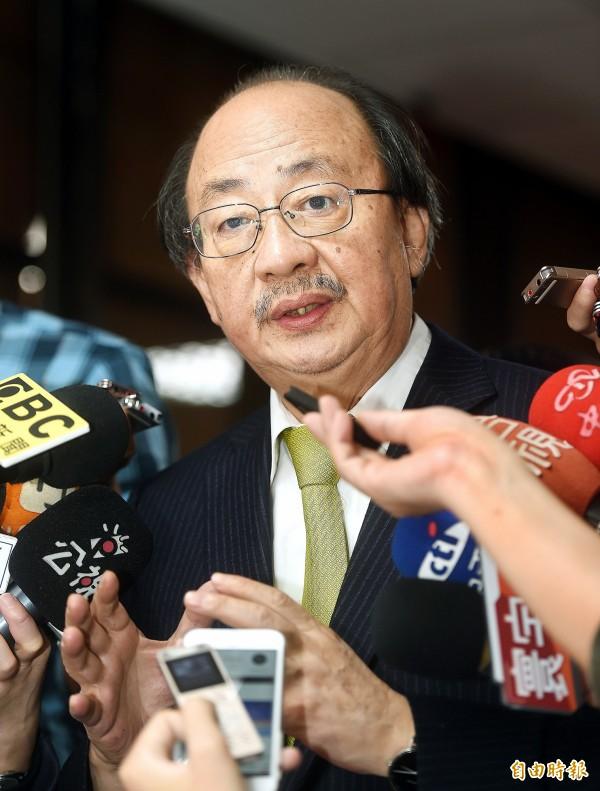 「搶救台灣希望聯盟」今天赴民進黨中常會場外,召開記者會力挺柯建銘。(記者方賓照攝)
