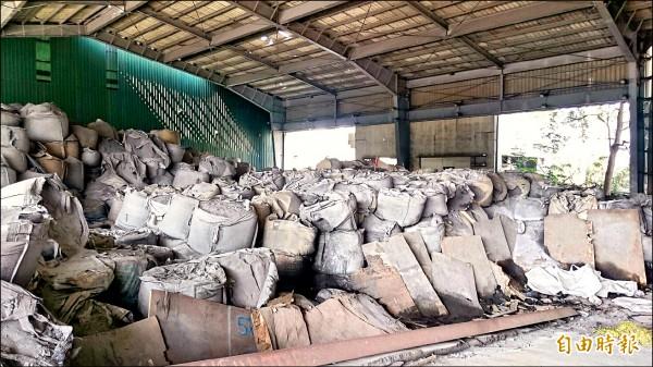 欣邦公司買到留有2萬5千噸廢鋁渣廠房但未清理,高市移送行政執行署高雄分署,成功追回1億7359萬清除費。(記者黃良傑攝)
