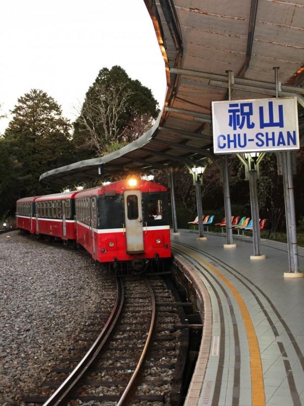 阿里山森林鐵路祝山觀日列車票,8日起接受20人以上團體旅客預約。(記者王善嬿翻攝)
