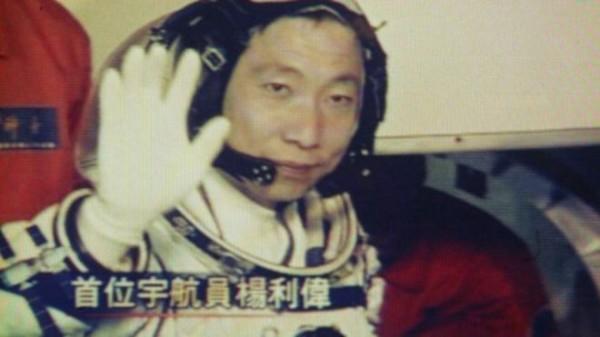 中國首位太空人楊利偉,曾在只有他1人的太空艙內,聽到「咚咚咚」的敲門聲。(法新社)