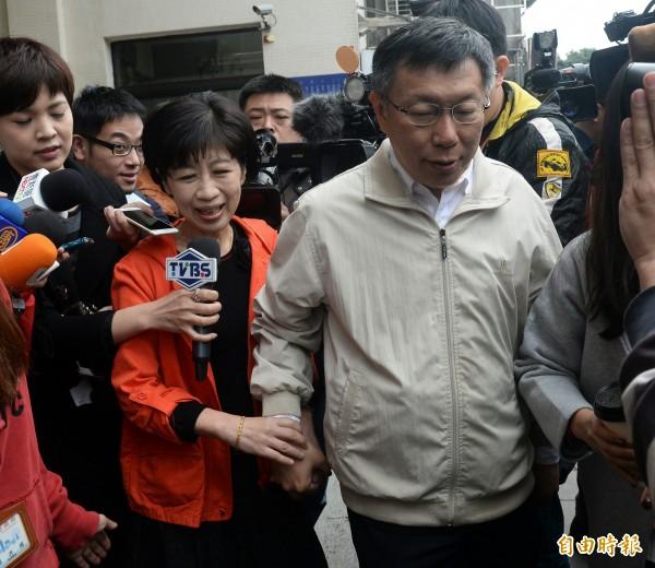 台北市長柯文哲說,他的太太最近吵著要退休,但他要太太繼續工作,因為「我收入太少」。(資料照,記者林正坤攝)
