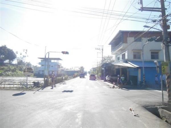 埔里鎮史港里西安路2段與獅子路口,發生計程車與自行車碰撞事故。(圖由民眾提供)