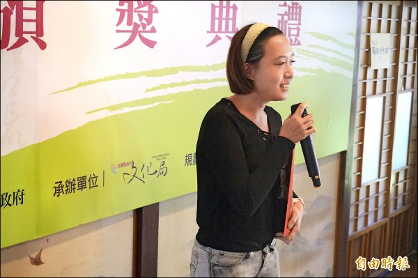 以「娘家」在散文組或的第一的郝妮爾表示,國一開始參賽遲沒獲獎,一度想遠離文學屆,這次獲獎讓她重拾熱情。(記者林敬倫攝)