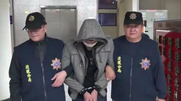 17歳陳姓少年車手被逮。(記者陳恩惠翻攝)