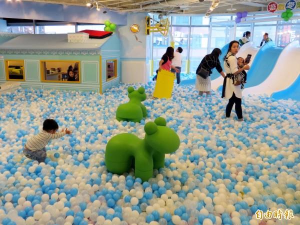 大魯閣新時代購物中心引進大型親子樂園。(記者張菁雅攝)