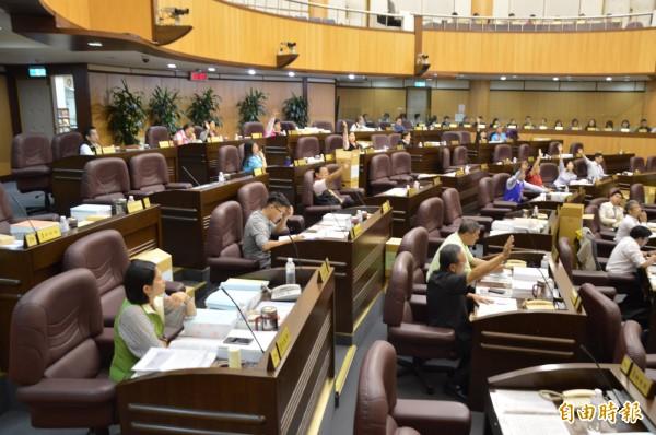 4名桃園市議員遭檢舉開議期間出國卻領取出席費,檢調今天約談其中2人到案說明。圖為桃園市議會日前開會的畫面。(資料照,記者謝武雄攝)