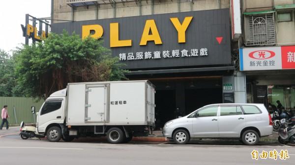 蒲女開設複合式餐飲店鐵門深鎖。(記者陳薏云攝)