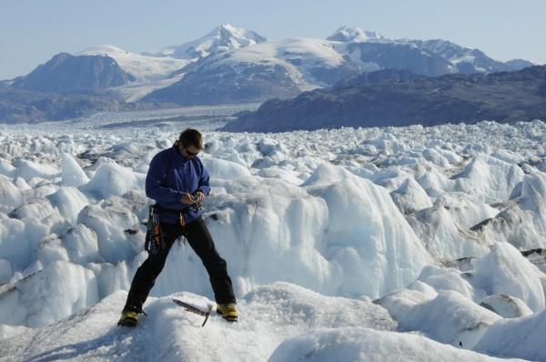 最新科學研究指出,格陵蘭冰原的厚度變化正處在高度不穩定的情況,若是格陵蘭冰原發生大規模的融冰,恐將導致全球海平面上升逾6公尺。(美聯社)