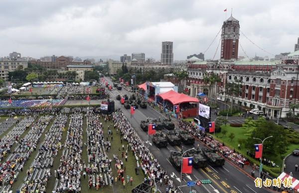 南蒙古大議會秘書長代欽說,台灣的民主制度來之不易,希望台灣永遠成為他們的榜樣。圖為今年國慶大會。(資料照,記者簡榮豐攝)
