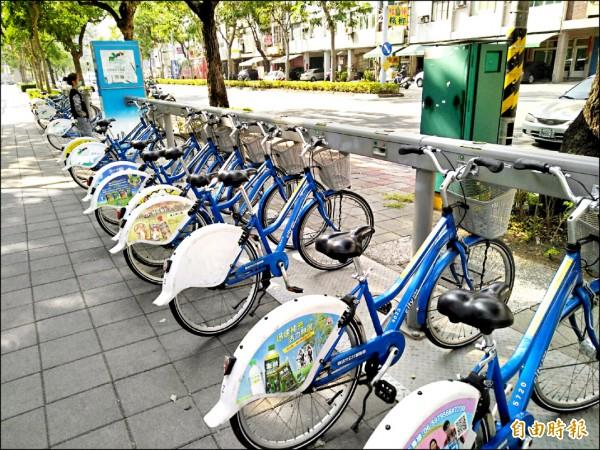 因電腦連線系統異常,讓高雄市公共腳踏車CBike昨天下午暫停營運。(記者蔡清華攝)