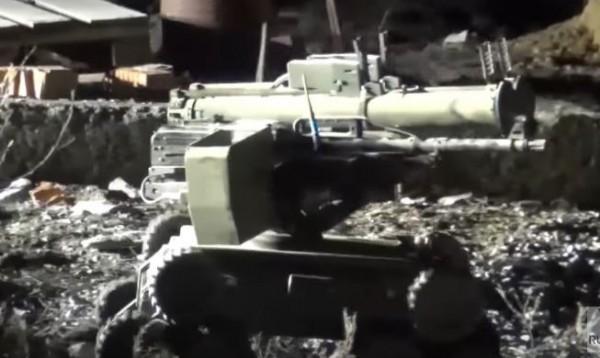 俄國軍方近來圍剿「伊斯蘭國」分支頭目,行動中竟然運用一台裝設有機關槍的機器人,成功殺死頭目與數名武裝份子。(圖截自每日郵報)