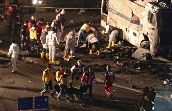 土耳其伊斯坦堡市1座足球場發生汽車炸彈攻擊,爆炸造成至少29人死亡與166人受傷。(歐新社)