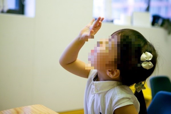 一名公衛學者投書媒體稱,開放同志收養孩子,會讓兒童容易感染到A型肝炎,衛福部今(11)日澄清,指該觀點恐有誤導大眾之虞。(情境照)