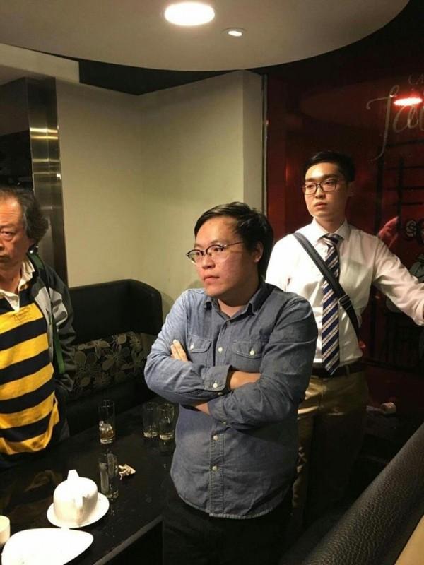 香港民族黨召集人陳浩天(右)與發言人周浩輝(左),滿臉無奈。(取自香港民族黨臉書)