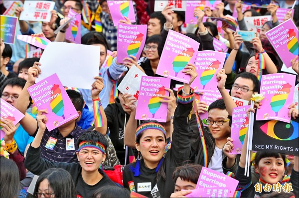婚姻平權音樂會前天吸引25萬人齊聚凱道表達支持立場,力挺修改民法,反對專法歧視。(資料照,記者王藝菘攝)