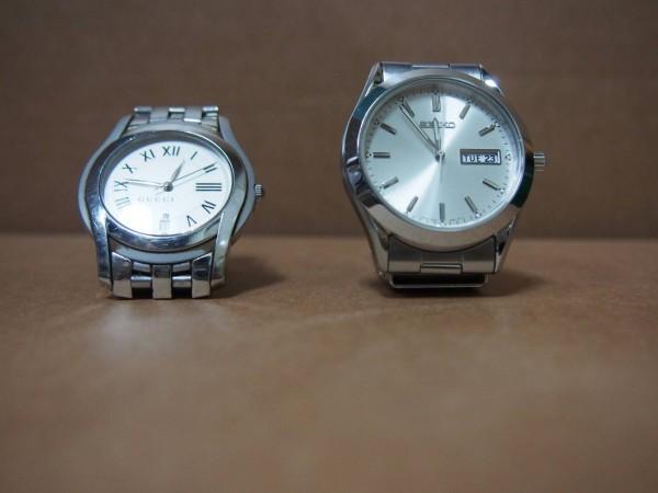 拍賣物品不乏名貴的手錶相機等。(記者鄭景議翻攝)