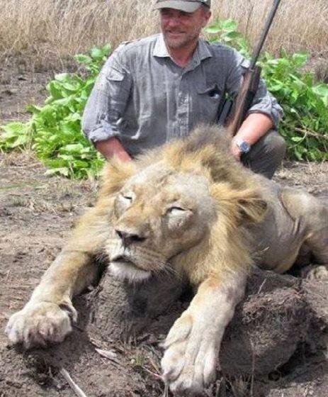 義大利獸醫盧加諾喜愛狩獵,常將戰利品分享上網,日前卻傳出意外墜谷離奇身亡。(圖擷自太陽報)