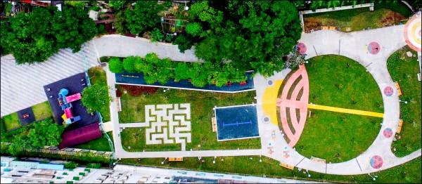 從高處遠眺泰山貴子兒童公園,可看見公園擺設呈現出瓢蟲形狀。(工務局提供)