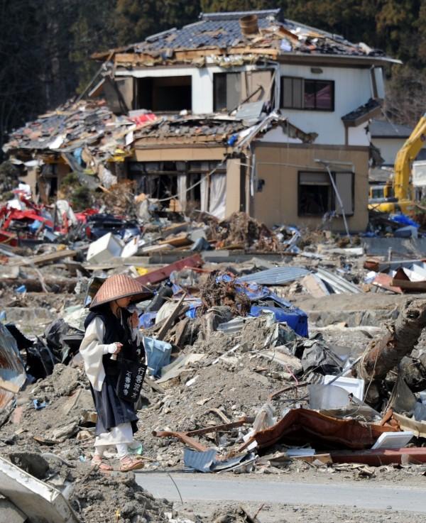 日本福島因地震引發海嘯、核災等影響,多地不適合人類居住,大批當地居民離開故鄉遷居各地。(法新社)