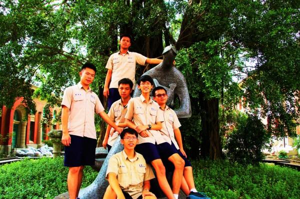 南一中學生改編演出黃春明《莎呦娜啦・再見!》。(台文館提供)