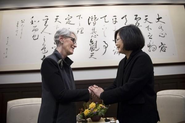 蔡總統今接見美國國務院前政治事務次卿雪蔓(Wendy Sherman)大使。(總統府提供)