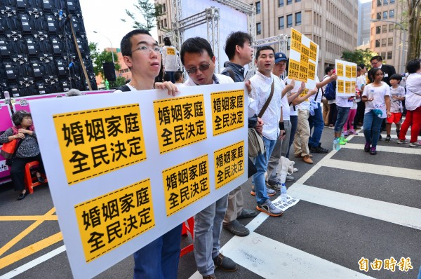 立法院審議婚姻平權法案,護家盟在院外集會抗爭。(資料照,記者王藝菘攝)