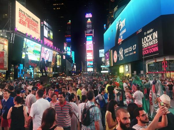 今年在社群網站「Instagram」獲得最多打卡次數的前十名城市,第一名由美國紐約拿下;著名的紐約時代廣場也名列最受歡迎地標之一。(美聯社)
