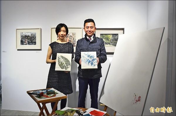 藝術家張馨之(左)回故鄉新竹市,在傳統社區創立《沃沃美學》藝文空間,讓市長林智堅十分稱許。(記者蔡彰盛攝)