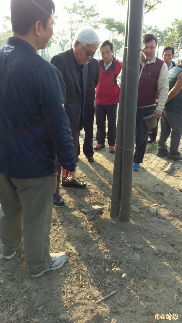 雲林縣長李進勇對虎尾燈區大地工程遭破壞大為震怒。(記者廖淑玲攝)