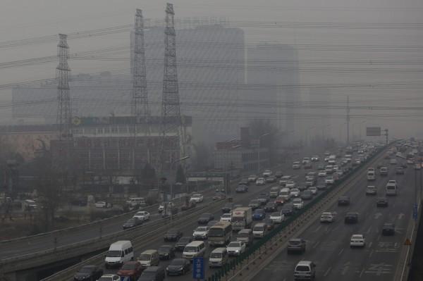 中國民眾深受霧霾侵害。(歐新社)