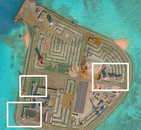 美國華府智庫「亞洲海事透明倡議(AMTI)」衛星照片揭露,中國近期又在南沙群島的人工島嶼部署防空系統。圖為AMTI所發布的其中一張赤瓜礁(Johnson Reef)的衛星照片。(法新社)