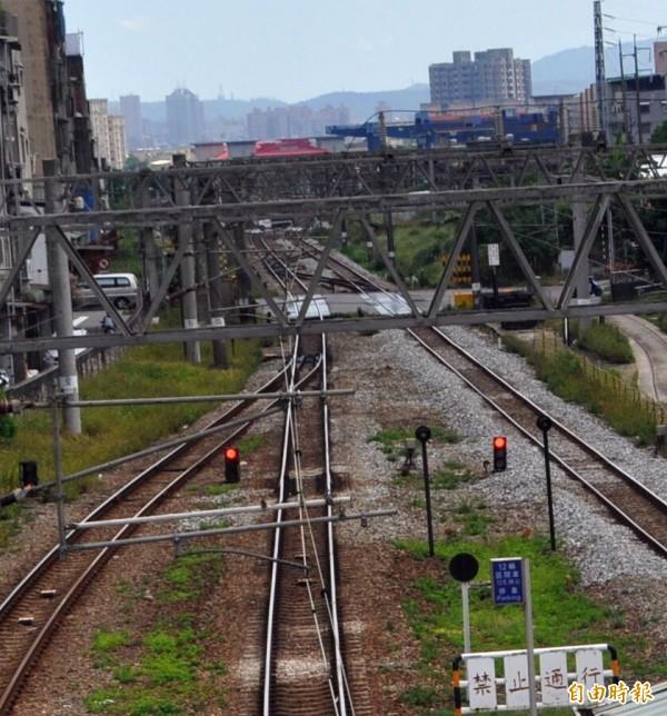 鐡路高架、地下爭議多年,桃園鐵路地下化終於有譜!(記者李容萍攝)