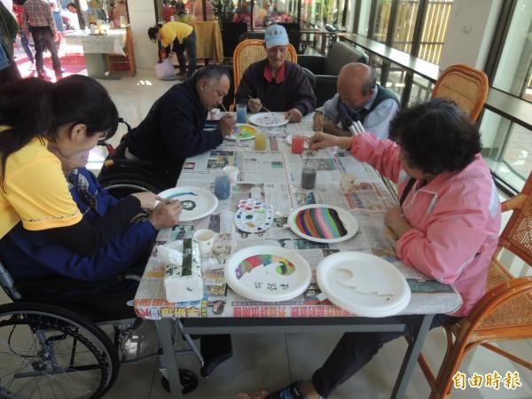 新竹縣政府整合了社團法人五福社會服務協會等7個單位,在湖口鄉試辦ABC計畫,希望落實中央長照政策,就近提供長者各項照顧服務。(記者廖雪茹攝)