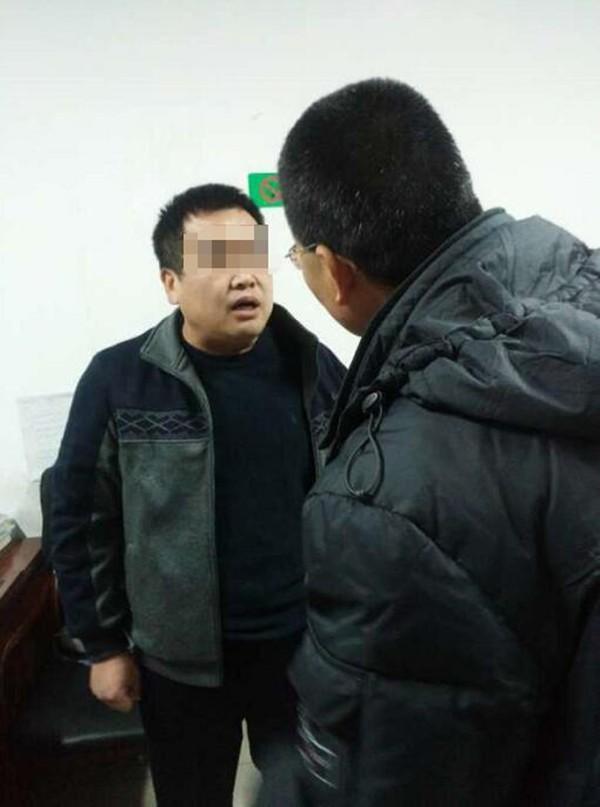 黃姓官員(打馬賽克)已被當地管委會停職調查。(圖擷自澎湃)
