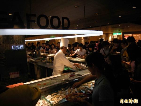 漢來海港自助餐廳。(資料照,記者黃旭磊攝)