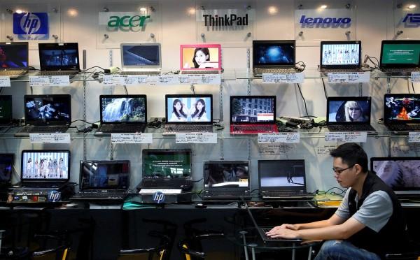英國新聞聯合社週三(21日)公布的數據指出,英國國防部在18個月內遺失了759台電腦。圖為筆電示意圖,與本新聞無關。(路透)
