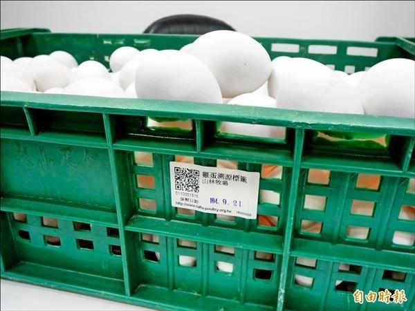 農委會前年修法《動物傳染病防治條例》第14條,規定「裝載生鮮禽蛋,應使用一次性之裝載容器或包材」,明起正式上路。(資料照,記者吳欣恬攝)