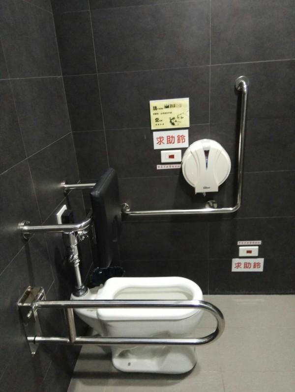 淡江大學蘭陽校區推性平,教學大樓全面設置性別友善廁所。(淡大蘭陽校區提供)
