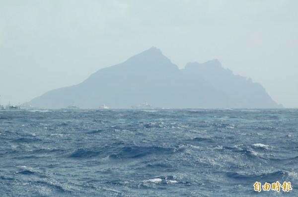 解放軍航空母艦遼寧號及多艘軍艦,進行跨海區的遠海訓練,研判可能會先到釣魚台週邊海域進行演練。圖為4浬外眺望的釣魚台。(資料照,記者江志雄攝)