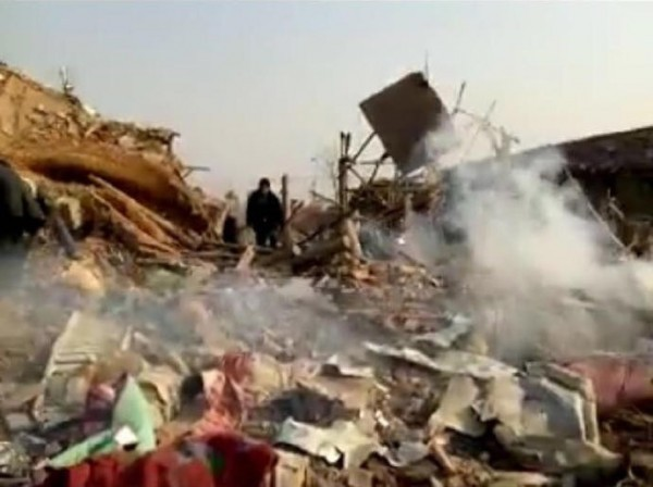 昨下午1點左右,中國唐山地區一處爆竹工廠發生大爆炸,現場一片狼藉。(圖擷自《騰訊新聞》)