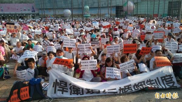有媒體報導指出,台灣民意基金會今天公布一份民調,民調結果顯示有56%民眾反對同性婚姻民法化,僅有37.8%民眾贊成。(資料照,記者方志賢攝)
