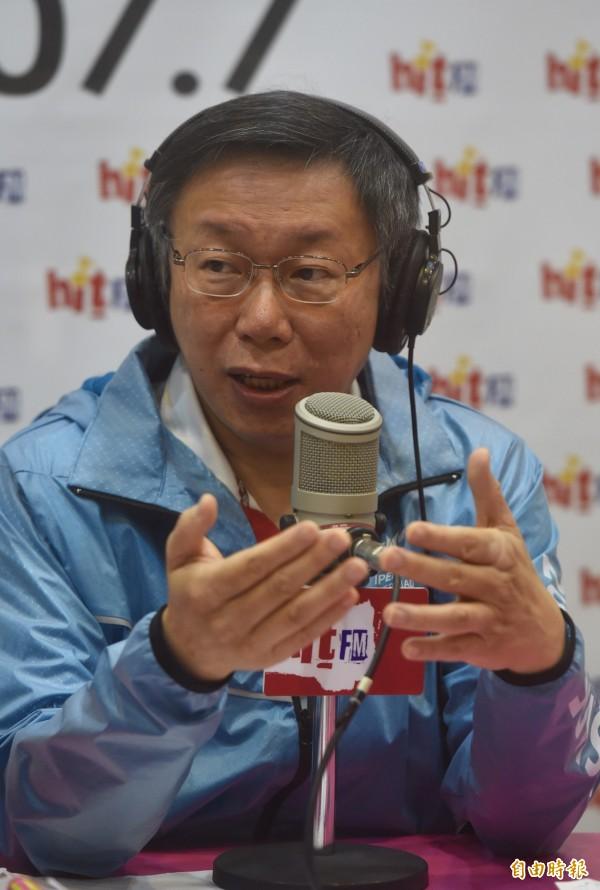 台北市長柯文哲今天(26日)接受台北之音蔻蔻早餐主持人周玉蔻專訪。(記者簡榮豐攝)