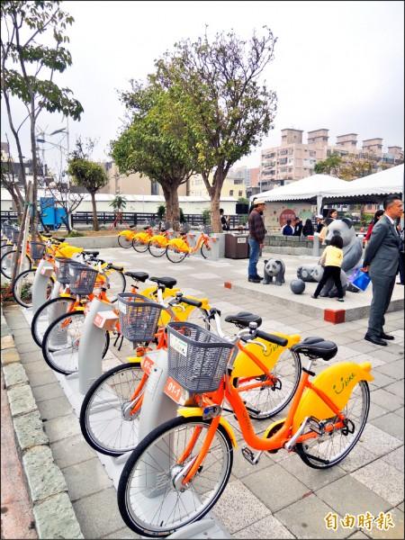 新竹市YouBike在天公壇旁西雅公園的站點昨天啟用,是西區第一個站點,也宣告今年設置30個站點的目標達陣。(記者洪美秀攝)