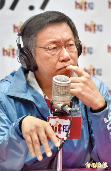 市長柯文哲26日接受台北之音蔻蔻早餐主持人周玉蔻專訪。(記者簡榮豐攝)