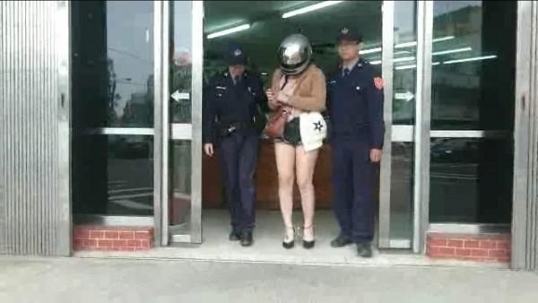 一名24歲越南籍阮姓女子花美金2000元,從中國冒險偷渡來台;沒想到,今天凌晨因為在小吃店唱歌被人檢舉妨害安寧,又被警方查獲。(記者廖雪茹翻攝)