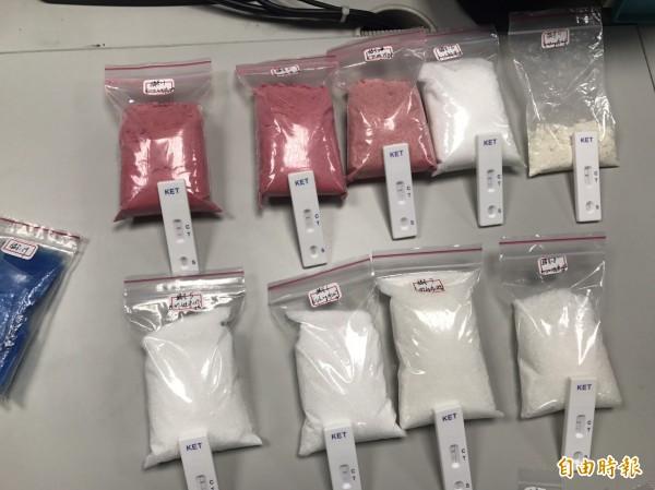 警方起出大量毒品,還有耶誕獨家配方草莓粉。(記者王宣晴攝)